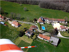 The house is the one just above the pilot tube