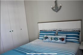 Second bedroom, very sunny.