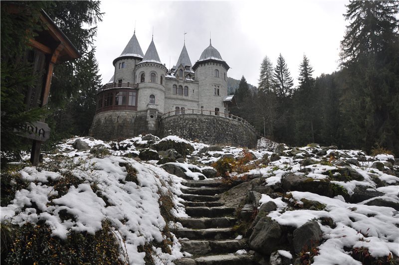 The Savoy castle in Gressoney-Saint-Jean (10km from the flat)