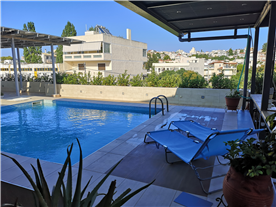 3 apartments have access to this pool, one of them is the main of the building.