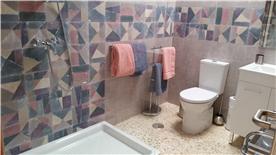 Top apt bathroom