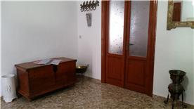 Entrance hall to lounge