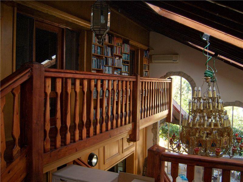 Mezzanine balcony