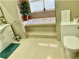 Room 8 Triple bathroom