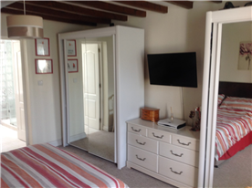 bedroom 1 suite