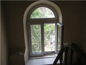 STAIR CASE WINDOW