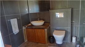 Bedroom 2 en-suite with shower