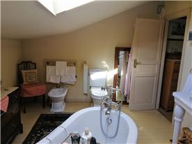 Alternative view of en-suite