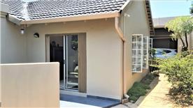 """Cottage"" separate patio & garage"