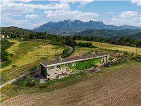 country house property for sale with spectacular views to Montserrat mountains