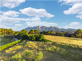 farm house for sale in Catalonia with spectacular views to Montserrat mountains