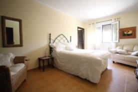 2nd bedroom,