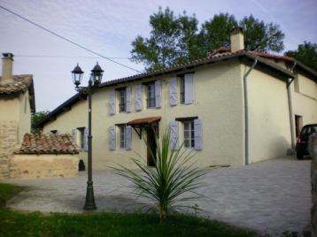 property in Puycelsi