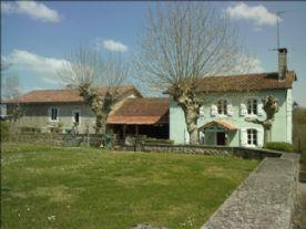 property in Sauveterre-de-Béarn