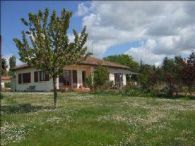 property in Castelnau-d'Auzan