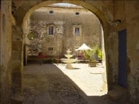 Arch to inner courtyard