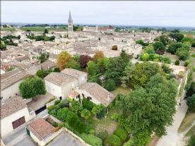 Plane view of the house, garden and St Emilion