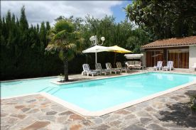 Pool house has ensuite and pump room as well as lounge area Not overlooked
